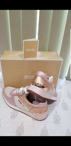 💯AUTHENTIC MICHAEL KORS SHOES SIZE 7.5M Y 9.M 👉 PRECIO FIRME 👉 EL PAR for Sale in Houston,  TX
