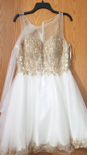 White and Gold dress/ quinceanera dress/ homecoming dress for Sale in Palos Hills, IL