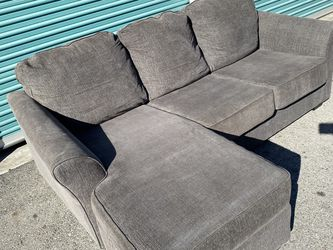 Free Delivery 🚚 CLEAN Gray Sectional Couch for Sale in Ontario,  CA