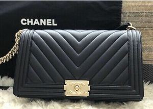 $2900 Chanel Chevron boy bag AUTHENTIC!! SERIOUS BUYERS ONLY! for Sale in Beverly Hills, CA