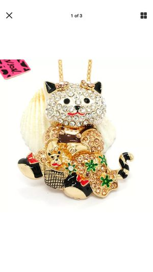 "Betsey Johnson champagne rhinestone and Crystal kitty Kat "" necklace on a gold chain for Sale in Northfield, OH"