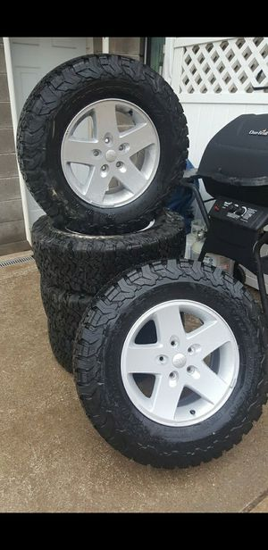 (5) jeep stock tires/wheels for Sale in Pittsburgh, PA