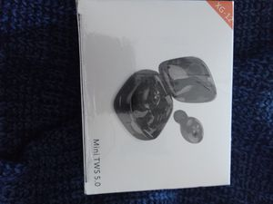 Earbuds wireless bluetooth for Sale in Victorville, CA