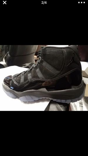 33ef03436b02fc Air Jordan 11 cap   gown size 10 Dead stock for Sale in Bronx