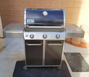 Weber Genesis BBq grill, Natural Gas 3 burners, 1 side burner barbeque grill for Sale in Henderson, NV