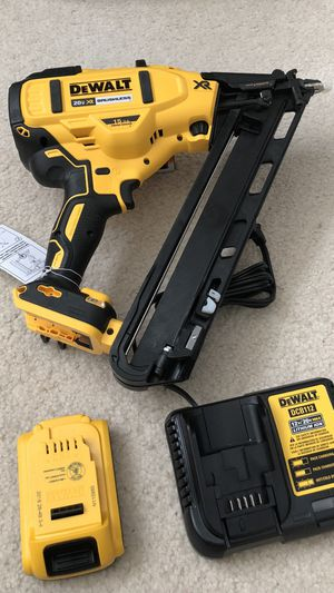 DeWalt 20-Volt Max Lithium-Ion Cordless 15-Gauge Finish Angled Nailer With 1 Battery, Charger and Tool Bag for Sale in Hacienda Heights, CA