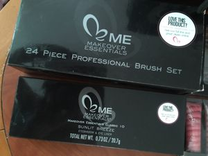 Makeover Essentials makeup and brushes for Sale in North Las Vegas, NV