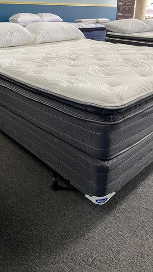 12'' Queen Pillow Top Mattress with Memory foam Pillow top attached BCN0 for Sale in Irving, TX
