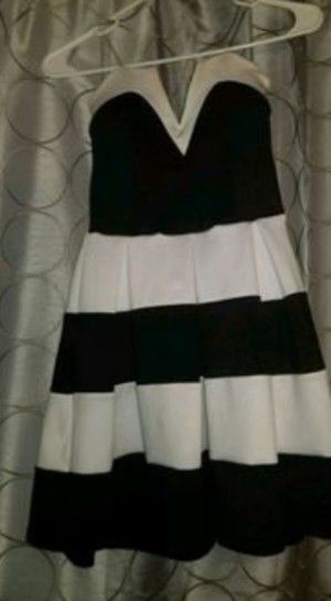 White and Black Stripped Dress for Sale in Pickerington, OH