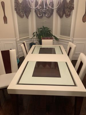 Dining Room Table/Chairs/curio cabinet. for Sale in Blythewood, SC