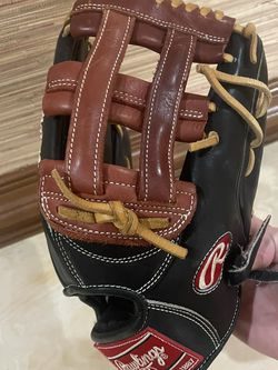 Nearly New Rawlings Outfield Glove for Sale in Wake Forest,  NC