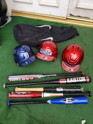 Used baseball 3 helmets, 6 bats, 7 gloves and 1 bag. for Sale in Los Angeles, CA