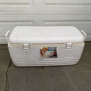Ice Chest Look At All The Pictures for Sale in Whittier, CA