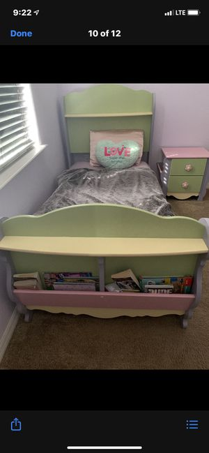 Beautiful girls 4 piece bedroom set for Sale in Sanford, FL