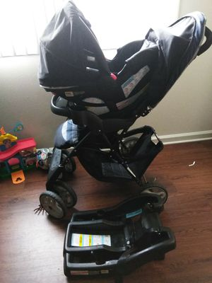 Graco car seat, stroller and base for Sale in Fort Campbell, TN