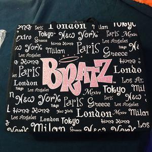 Bratz case with 13 Bratz and moxie girl dolls for Sale in Garland, TX