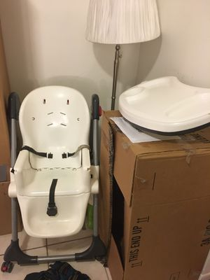 High chair, walker for Sale in Hollywood, FL