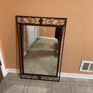 Beautiful Decorative Wall Mirror for Sale in Sterling Heights, MI