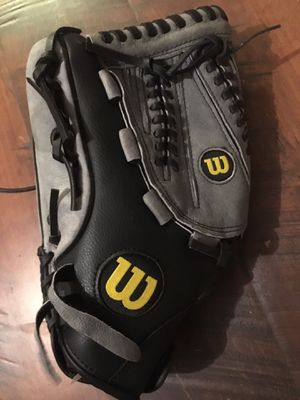 Wilson's Lefty Glove for Sale in Lebanon, TN