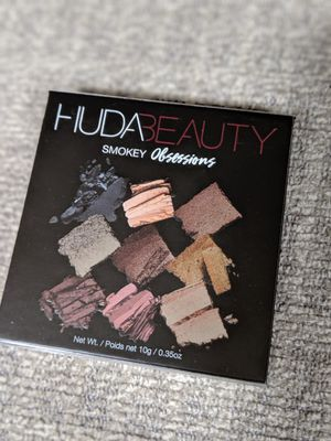 Huda smokey obsessions palette for Sale in Arroyo Grande, CA