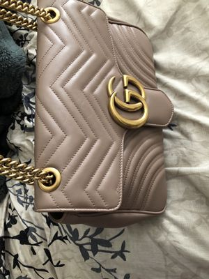 Gucci GG marmont medium shoulder bag!! Almost new!! Only worn a couple times!! for Sale in Detroit, MI