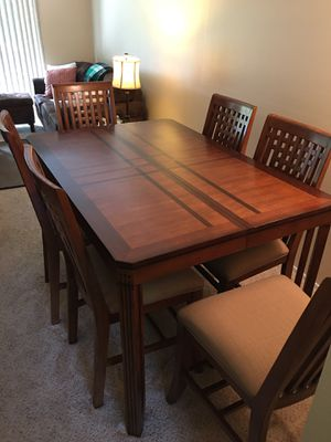 Beautiful Wood Dining table w/8 Chairs -Expendable for Sale in Kent, WA