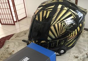 Icon motorcycle helmet like new for Sale in Windermere, FL