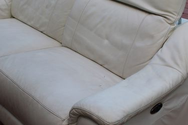 Electric White Sofa for Sale in Miami,  FL