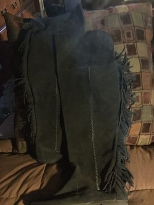 Size 8 knee high moccasin boots with fringe. for Sale in Denver, CO