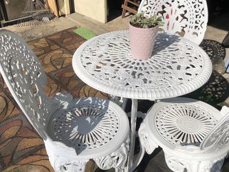 vintage and beautiful patio set! in very good condition! all metal for Sale in Tualatin,  OR