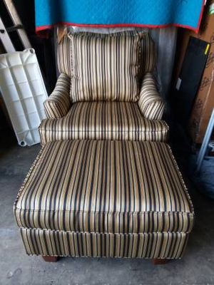 Rooms To Go Cindy Crawford Home Striped Accent Chair With Ottoman for Sale in Tampa, FL
