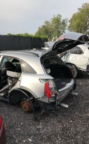 Selling parts for a silver Infiniti FX 35 for Sale in Detroit, MI