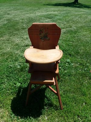 Antique high chair for Sale in New Sharon, IA