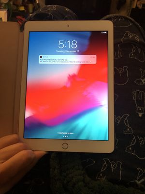 iPad rose gold 6th gen 32 gig for Sale in Lacey Township, NJ