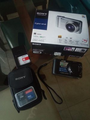 SONY Cybershot digital camera with case and battery charger for Sale in Clovis, CA