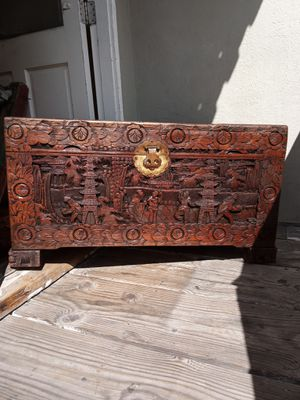 VINTAGE ASIA ORIENTAL CHEST for Sale in Long Beach, CA