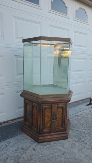 """22""""w×25""""h fish tank for Sale in Upland, CA"""
