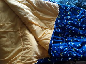 Sleeping bag with carrying case. EUC for Sale in BELLEAIR BLF, FL