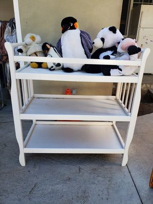 Baby changing table. for Sale in San Fernando, CA