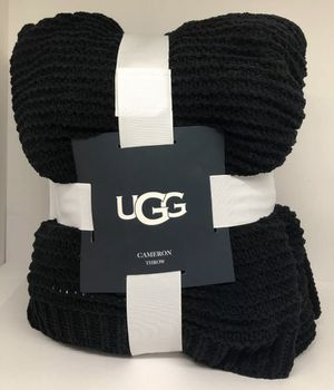 UGG® Cameron Reversible Faux Fur Throw Blanket in Black for Sale in Yonkers, NY