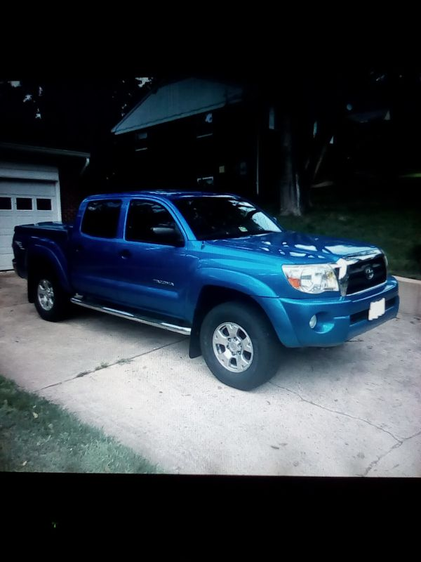 Blue! 2007 Toyota Tacoma SR5_80k_Miles_PLEASE contact my aunt here(wenddy2007@ G M A I L) thx.