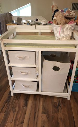 Baby changing tables with hamper like new for Sale in Haines City, FL