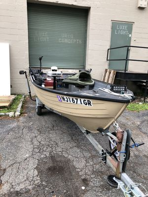 14 foot fishing boat and trailer for Sale in Bloomfield, NJ