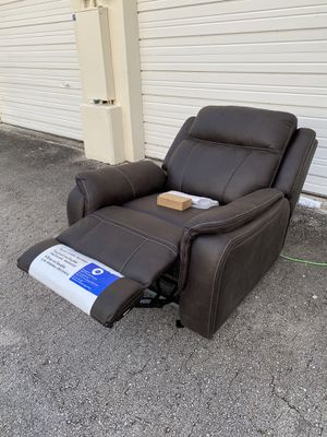 30% OFF // OPEN BOX NEW CONDITION // COSTCO Fabric Power Glider Recliner for Sale in Deerfield Beach, FL