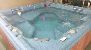 Leisure bay jacuzzi FREE for Sale in Orlando, FL