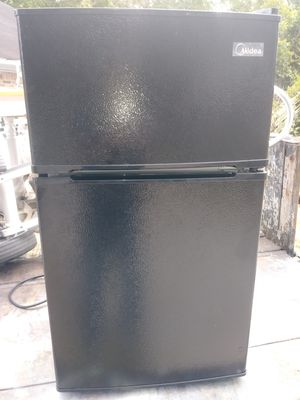 Mini Refrigerator/freezer, Midea, 3.1 cu.ft. for Sale in Houston, TX