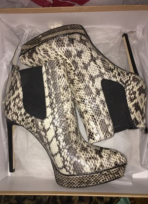 Michael Kors boots w/box for Sale in Bronx, NY