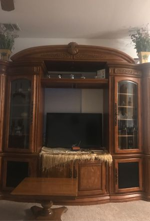 Beautiful entertainment in good condition for Sale in Vista, CA