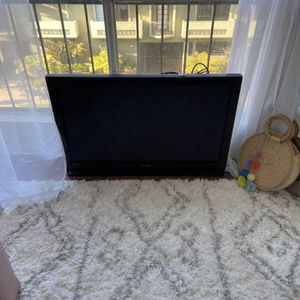 """Panasonic 42"""" HD TV for Sale in Los Angeles, CA"""