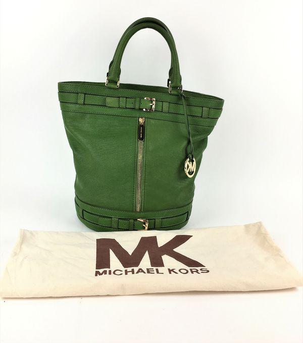 035a76d0839a89 MICHAEL KORS KINGSBURY GREEN LEATHER BELTED BUCKET for Sale in Las ...